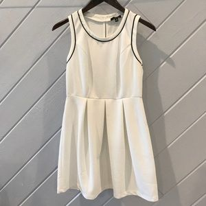 {Monteau} White Dress With Back Bow Details